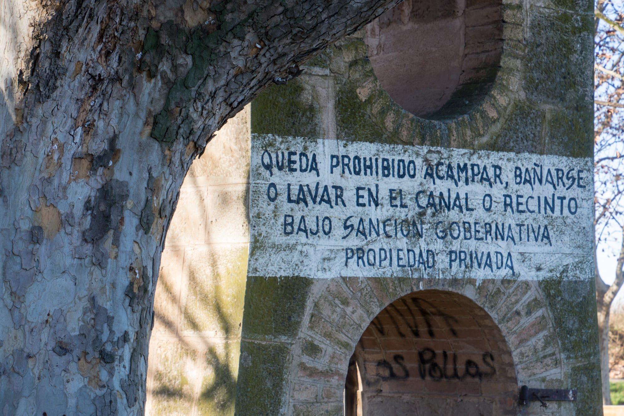 Detall del text escrit al Pilar dels Fondets_Foto de Ramon Oromí