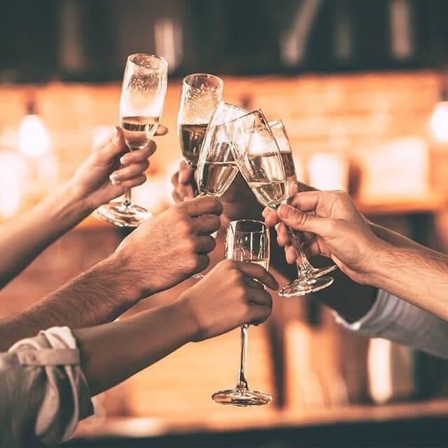 Brindis amb vins dels Cellers Raimat
