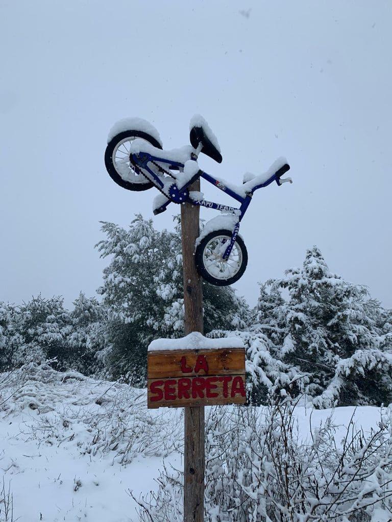 A la Serreta s'hi ha habilitat dos espais per tal de poder reparar les bicicletes en el cas que sigui necessari